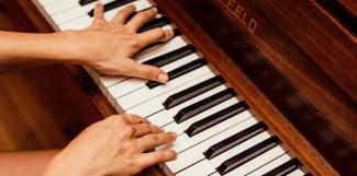 #figuration femmes 25/30 ans et 50/60 ans pour doublure piano dans court-métrage
