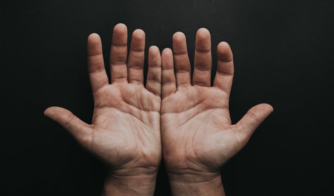 #casting mains d'hommes d'origine maghrébine 45/55 ans pour publicité application mobile
