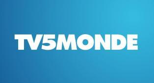 #figuration 2 hommes et 1 femme ressemblant à des employés de TV5 Monde pour tournage reconstitution