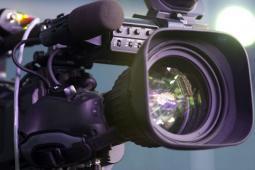 #figuration homme ressemblant de dos à Jean-Paul Belmondo pour tournage docu-fiction