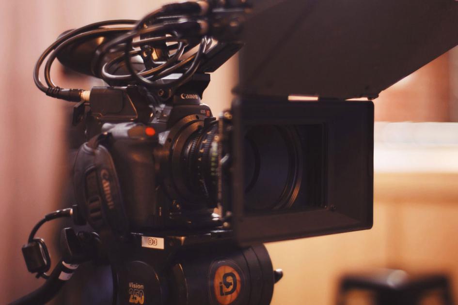 #casting 4 femmes et hommes 16/25 ans pour tournage publicité