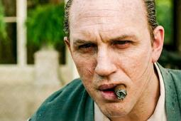 Tom Hardy flippant et transformé en Al Capone !
