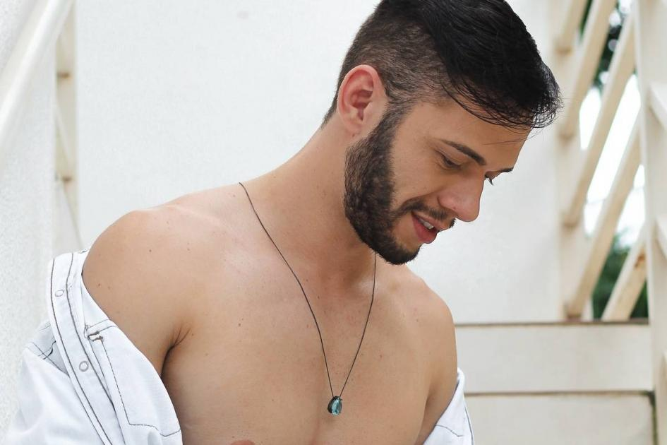 #casting homme 25/35 ans stripteaseur pour happening sortie d'un roman
