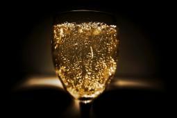 #casting voix off homme ou femme pour publicité marque de champagne