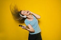 #casting 5 femmes et hommes 18/40 ans pour tournage publicité marque de téléphone