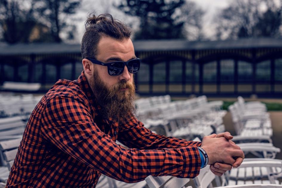 #figuration hommes au style hipster avec un longue barbe pour tournage publicité