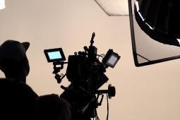 #casting femme 20/28 ans, cheveux longs, pour tournage film institutionnel
