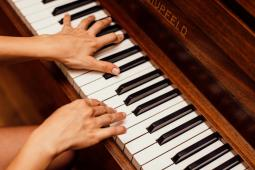 #casting #enfant fille 10 ans sachant jouer du piano et parler allemand pour long-métrage
