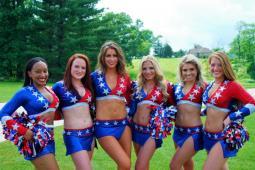 #casting un groupe de 4 vraies cheerleaders pour un film avec John Malkovich