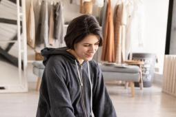 #casting femme 25 ans, brune avec un carré court sans frange, pour doublure dans un téléfilm