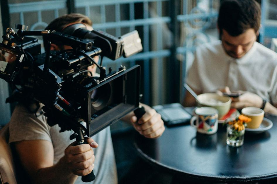 #casting femmes et hommes, divers profils, pour le tournage d'habillage pour une chaine TV