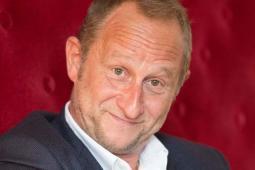#casting homme mesurant 1,83m, ressemblant à Benoit Poelvoorde, pour être sa doublure