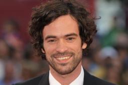 #casting hommes sachant écrire à la plume d'oie pour un film avec Romain Duris et Vincent Cassel