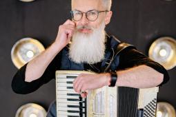 #casting homme de 40/60 ans, accordéoniste, pour le tournage d'un long-métrage