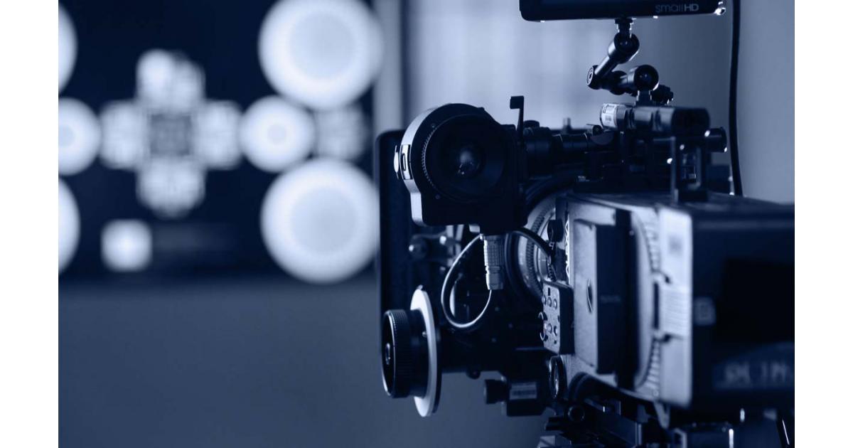 un homme et une femme pour le tournage d'un film #CLCF #Paris
