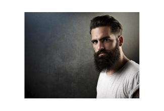 Un homme entre 30 et 35 ans, style #hipster trendy avec une #barbe