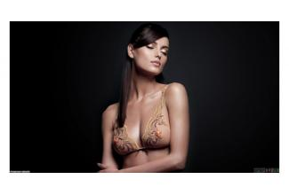 Une jeune femme 18/30 ans pour le tournage d'un film sensuel avec #nu