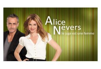 Un #figurant avec son chien pour la série #AliceNevers diffusée sur #TF1