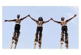 Des #acrobates #échassiers hommes ou femmes pour la série #Versailles Canal+