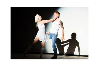 Cherche deux #doublures lumière homme et femme pour tournage film #publicitaire #Parfum