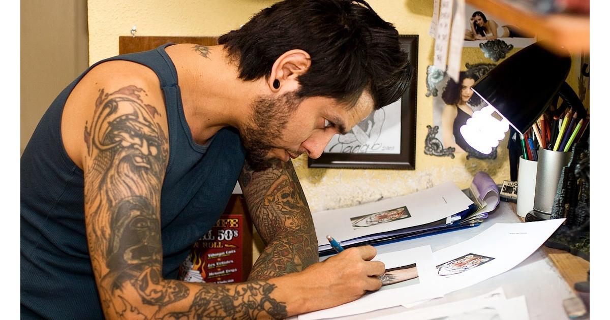 #figurant homme 30/40 ans #barbu #tatouage #Piercing pour spot #pub #Paris