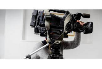 #silhouette jeune femme 18/20 ans pour le tournage d'une série France2 #Paris