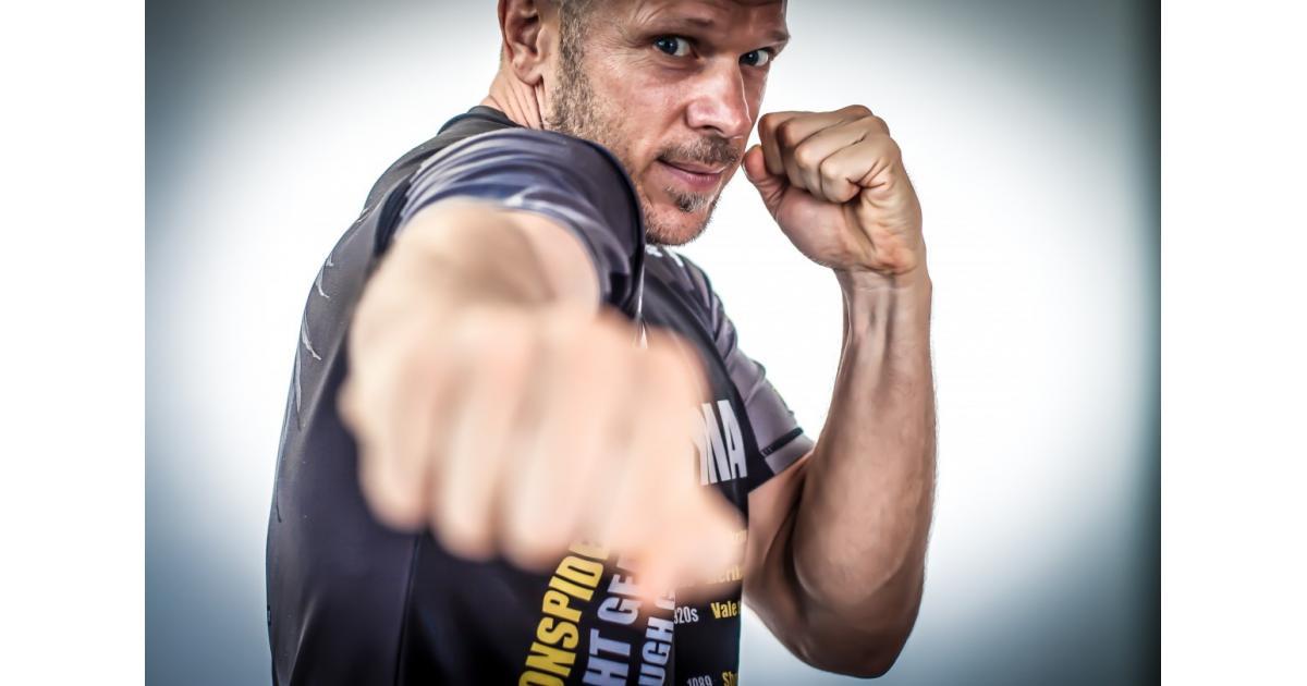 #figuration #boxe homme #boxeur 30 ans pour vidéo institutionnelle #Paris