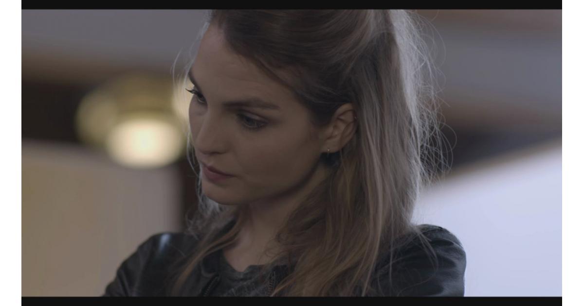 #figuration femme #blonde ou #châtain pour téléfilm avec Adèle Simphal #Paris