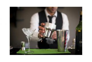 #Cannes #Alpes #figuration #Barman pour la série