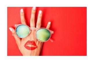 #figuration femme #mannequin mains peau claire pour #tournage #Paris