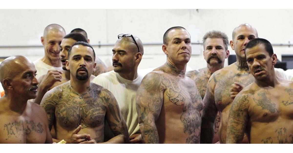 #figuration hommes ayant un visage dur pour jouer #prisonniers pour série #Arte #Paris