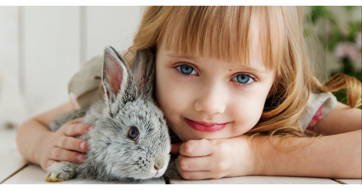 #figuration #enfant fille blonde 3/5 ans blonde ou châtain aux yeux bleus pour série anglaise #Paris