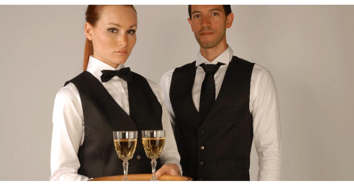 #figurants hommes/femmes avec tenue de #serveur #serveuse pour série France2 #Paris