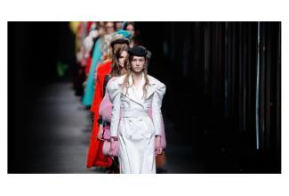 #figuration hommes et femmes 18/50 ans pour défilé magasins Printemps #Paris
