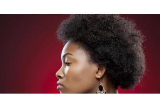 #figuration femme noire ou métisse avec cheveux très crépus pour démonstration coiffure #Paris