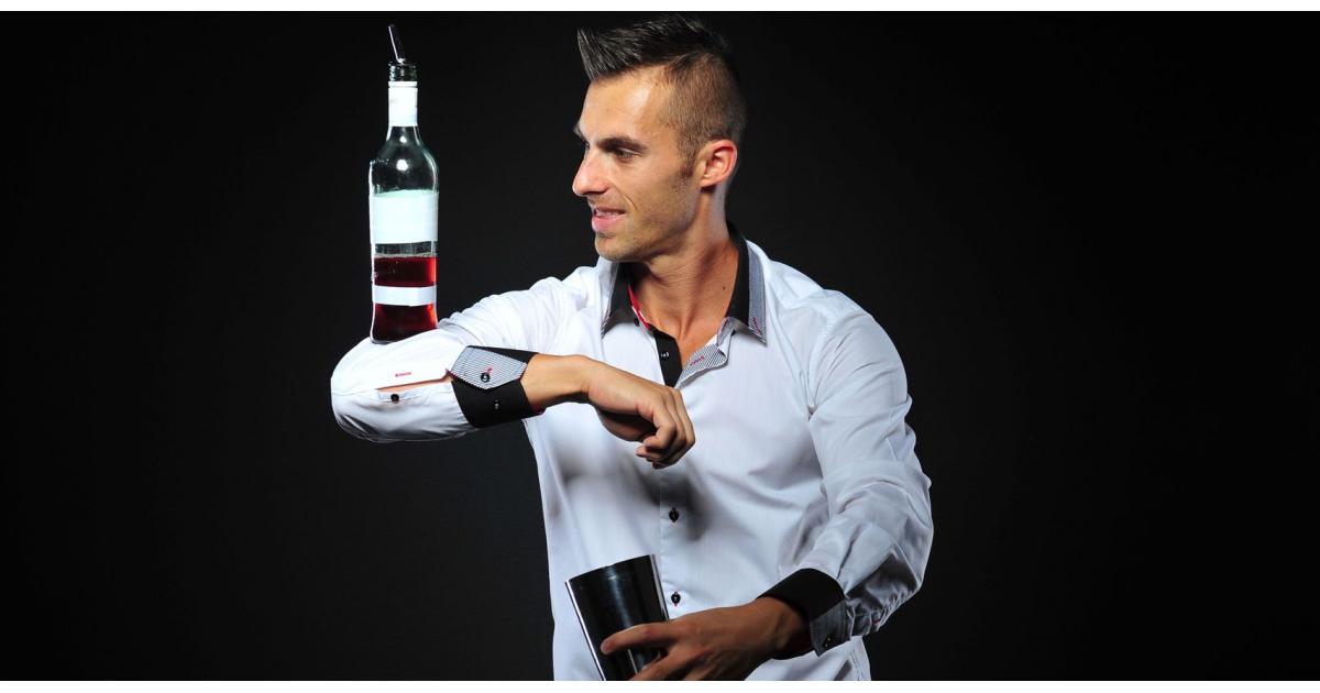 #figuration homme 27/37 ans charmant spécialiste du flair bartending #Paris