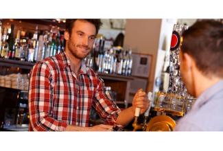 #figuration homme 28/33 ans vrai barman pour tournage publicité marque de bière #Paris