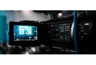 #figuration femmes 25/40 ans et hommes 30/60 ans pour tournage film institutionnel #Paris