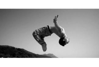 #figuration homme 40/45 ans sachant faire un salto pour tournage long-métrage #Paris