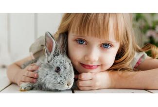 #figuration #enfant fille 4/5 ans blonde aux yeux bleus parlant anglais pour tournage série anglaise