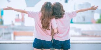 #figuration 2 soeurs jumelles 20/35 ans pour tournage clip musical